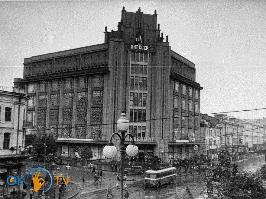 ЦУМ и вид на старую застройку Крещатика. 1941 год. ‹ › 1e0f6370095